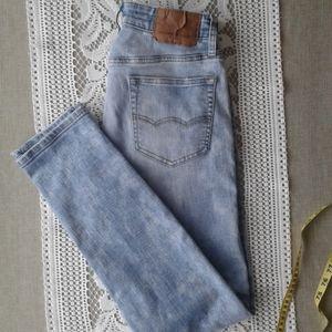 Amercan Eagle light wash jeans